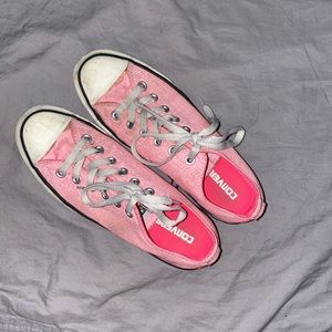 Good condition! Pink converse